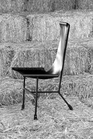 The original dining chair, inspired by the Belloli chair